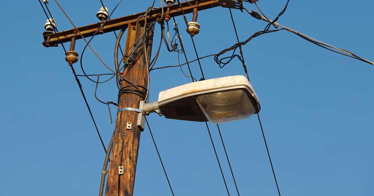 Best ways to report a streetlight outage